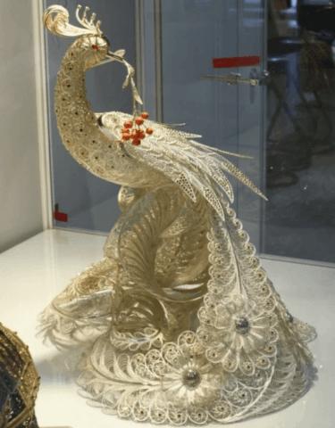 Объёмный павлин в стиле техники квиллинга