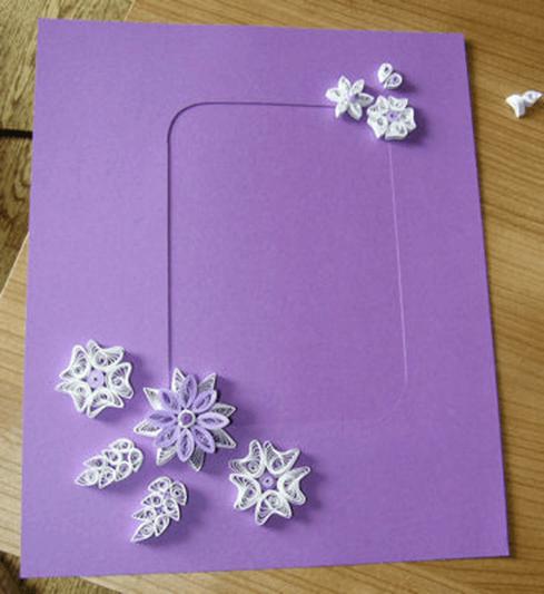 Готовая бумажная рамка с квиллинг элементами