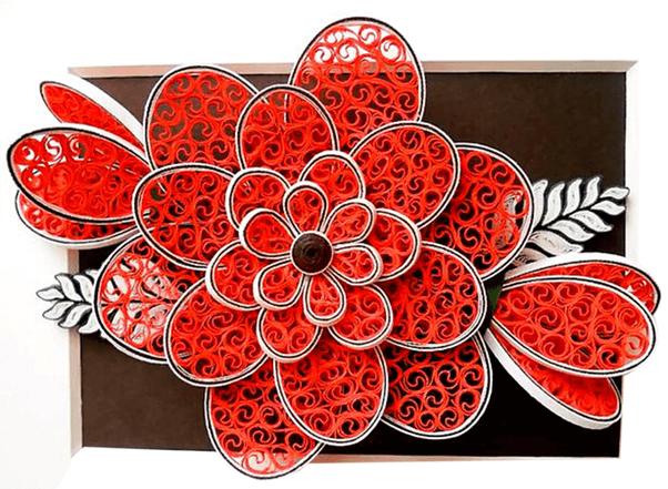 Красный цветок в технике квиллинга