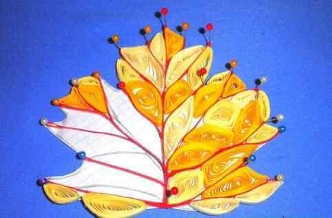 Бумажный кленовый лист в стиле петельчатой технике квиллинга