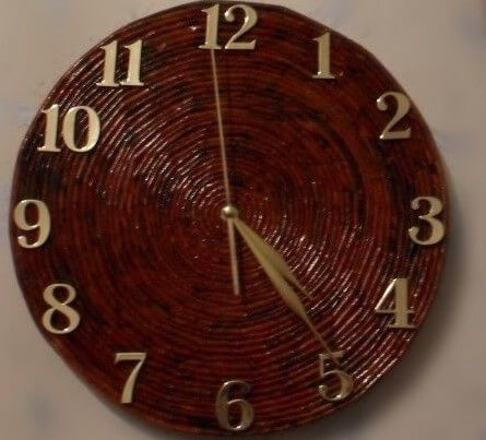 Строгий вариант часов в технике квиллинг