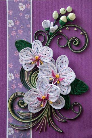 Поздравительная квиллинг открытка с изображением цветов