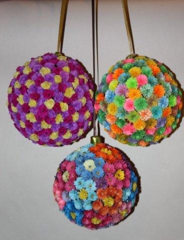 Готовые квиллинг поделки в виде новогодних шариков для елки