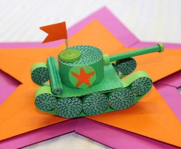Бумажный танк из гофрированного картона в стиле квиллинга