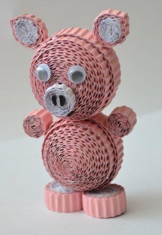 Готовая квиллинг поделка с изображением свинки