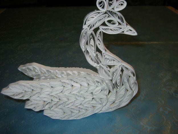 Готовая квиллинг поделка с лебедем