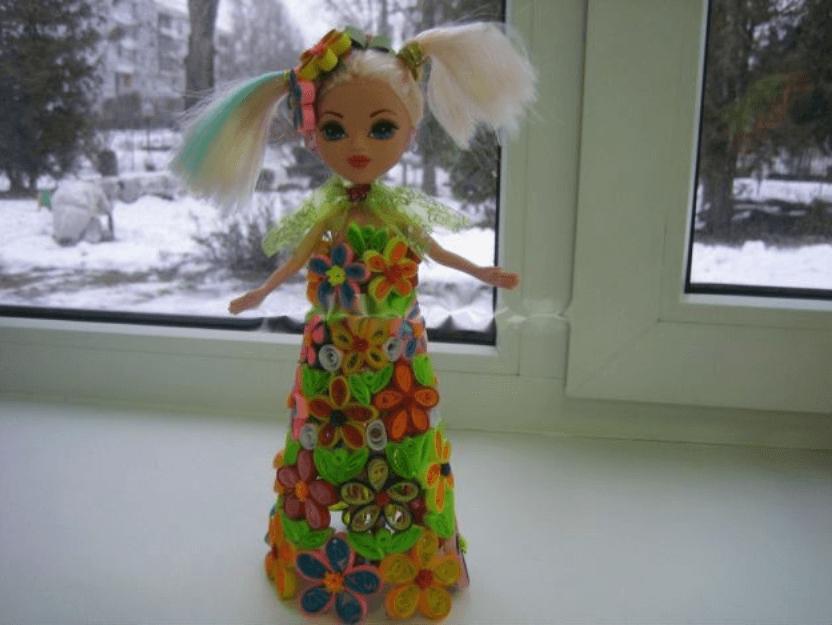 Кукла в бумажном платье в стиле технике квиллинга