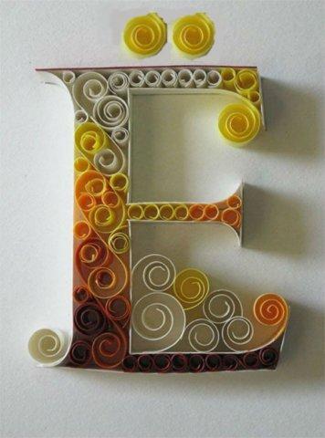 Объёмная бумажная буква Ё Русского алфавита в стиле квиллинга