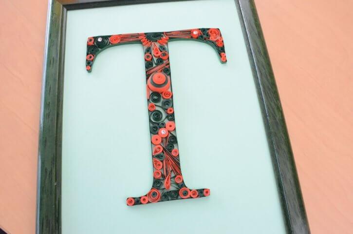 Объёмная бумажная буква Т Русского алфавита в стиле квиллинга