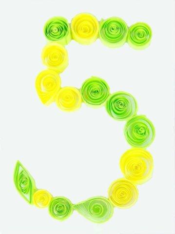 Цифра 5 в стиле технике квиллинга