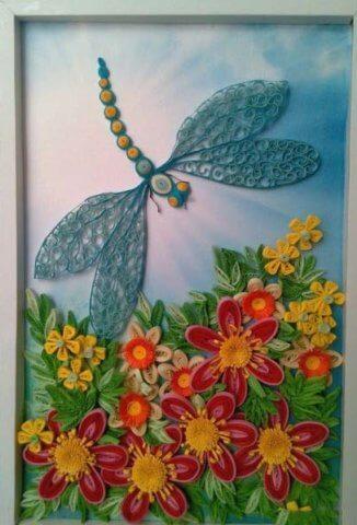 Картина квиллинг стрекоза в техниках бихайв, классическая и петельчатая.
