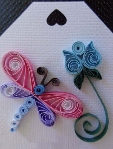 Ярлычок для подарка с квиллинг стрекозой