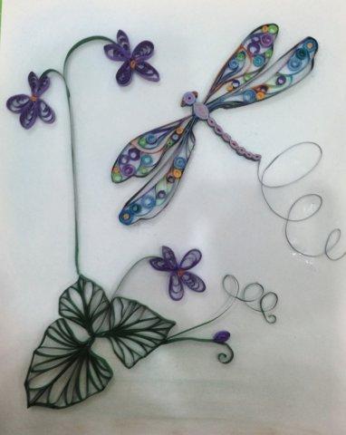 Готовая квиллинг стрекоза с цветами