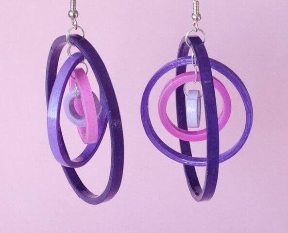 Фиолетовые сережки в технике квиллинг