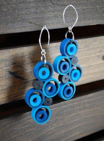 Голубые серьги в стиле квиллинг