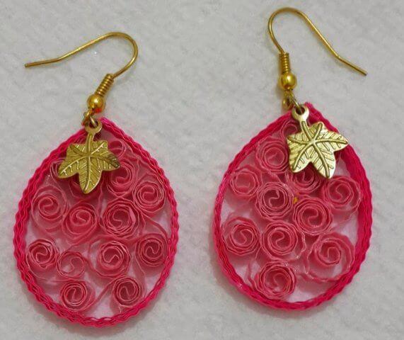 Розовые серьги среднего уровня в технике квиллинг