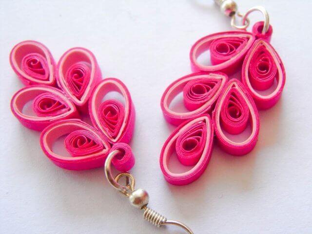 Розовые серьги в технике квиллинг