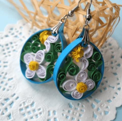 Серьги-ромашки в технике квиллинг