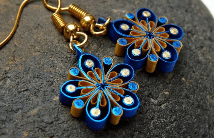 Синие серьги в технике квиллинг
