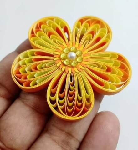 Готовый цветочек в технике квиллинг