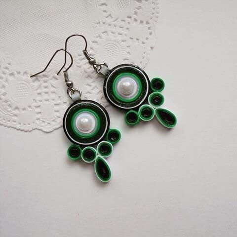 Зеленые серьги в стиле квиллинг