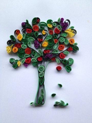 Пример дерева в стиле квиллинг
