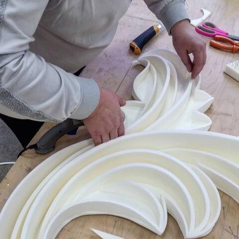 Процесс изготовления детали в технике квиллинг из изолона