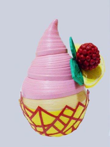 Пример мороженого в стаканчике в технике квиллинг
