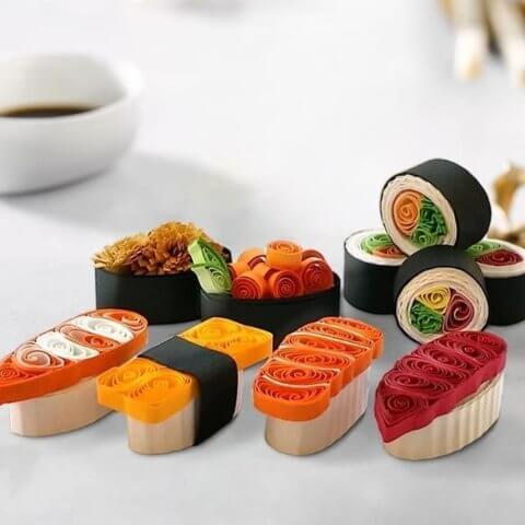 Роллы и суши в стиле квиллинг