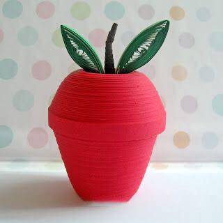 Яблоко в стиле квиллинг