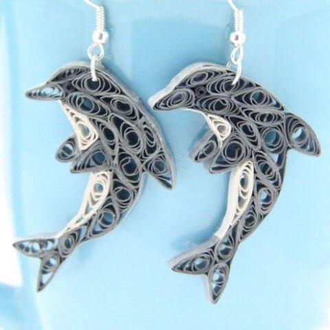 Квиллинг сережки в виде дельфинов