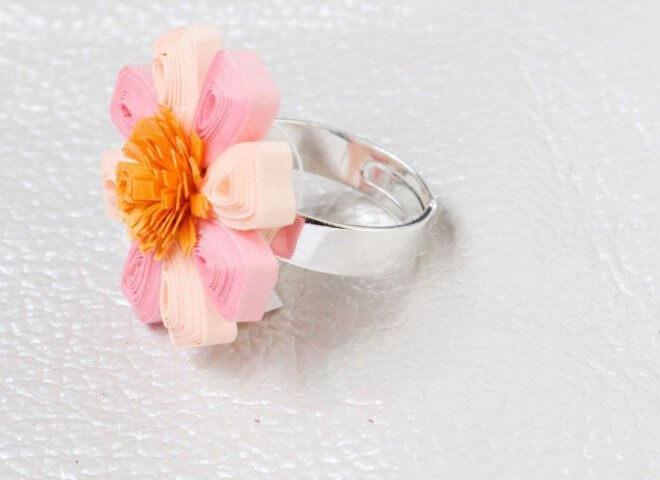 Квиллинг колечко в виде цветочка
