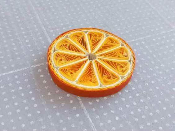 Долька апельсина в технике квиллинг