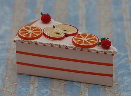 Тортик с дольками апельсина и яблок в технике квиллинг