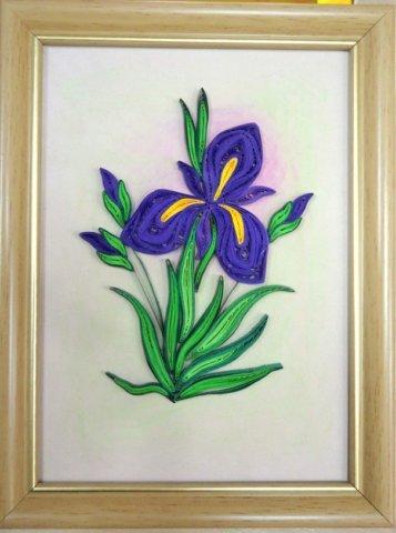 Цветок в рамке в технике квиллинг