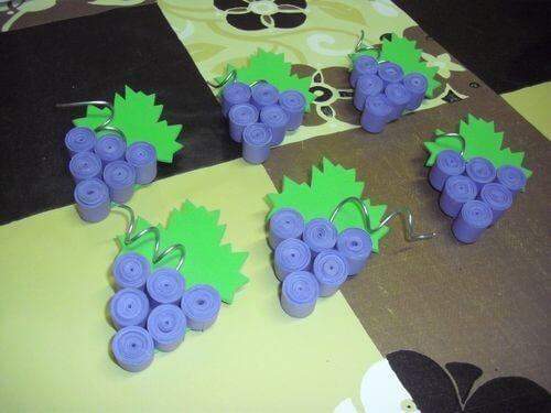 Готовые грозди винограда в технике квиллинг