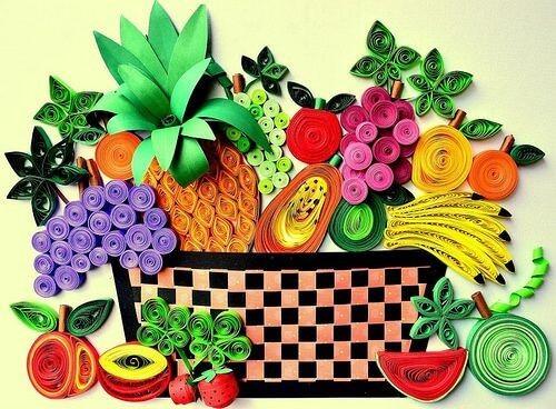 Корзина со фруктами в технике квиллинг
