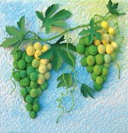 Грозди винограда в технике квиллинг